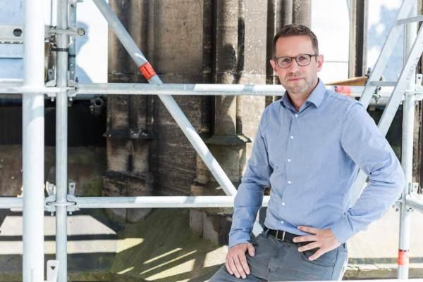 Der Kölner Dombaumeister Peter Füssenich berichtet über den Erhalt des Kölner Domes und die Dombauhütte. Foto: Mira Unkelbach