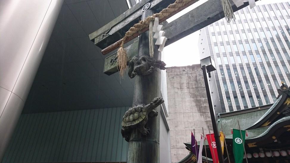 虎ノ門の金刀比羅宮の銅鳥居の青龍と玄武