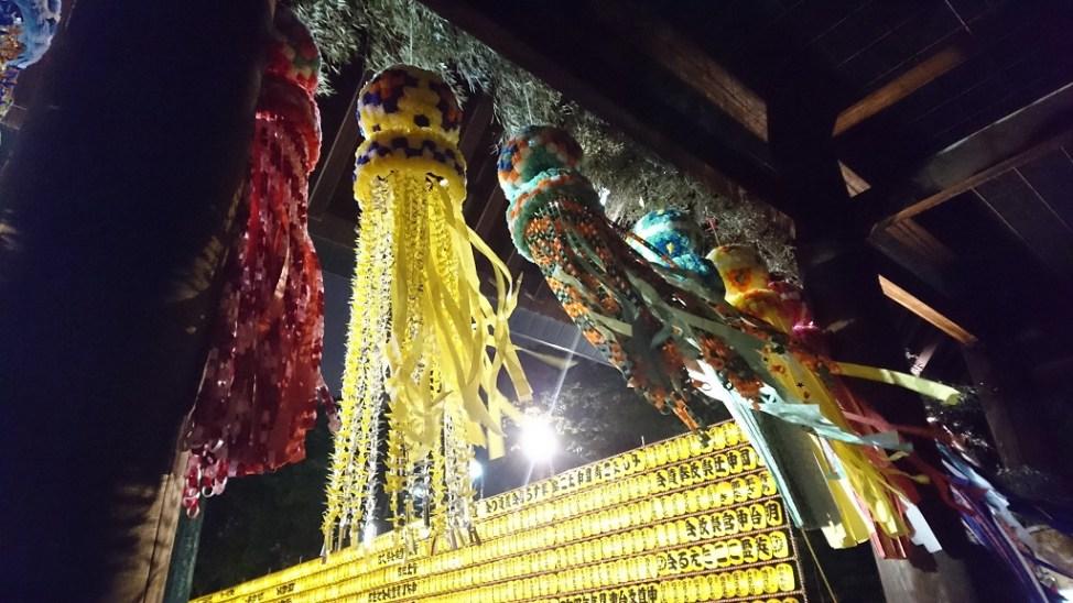 みたままつりで神門を飾る仙台七夕まつりの飾り