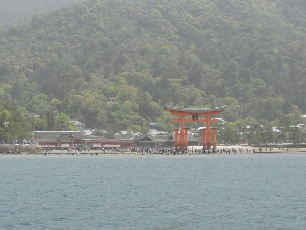 宮島フェリーから見た厳島神社