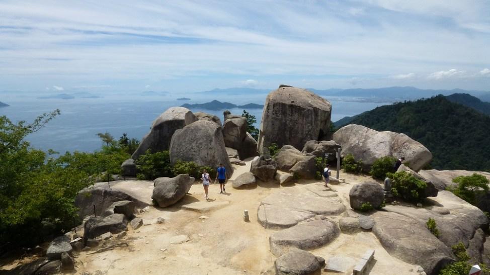 厳島の弥山山頂。巨岩群