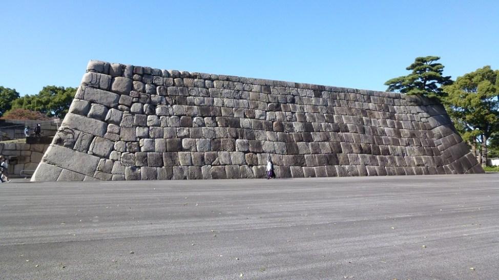 側面から見た江戸城天守台