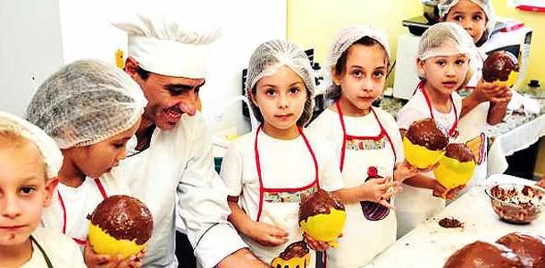 alunos tem aula de culinaria com chef de cozinha em escola de jaragua do sul