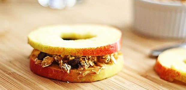 Receita de Sanduíche de Maçã com Pasta de Amendoim e Granola