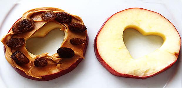 Receita de Sanduíche de Maçã com Pasta de Amendoim e Uva Passa