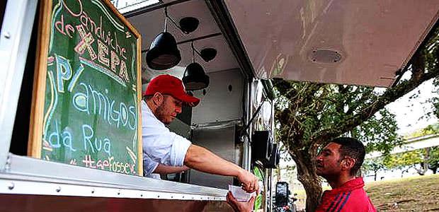 Food Truck Distribui Refeições em Sábado Solidário
