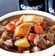 Ensopado com Carne Assada com Cerveja e Legumes à Irlandesa