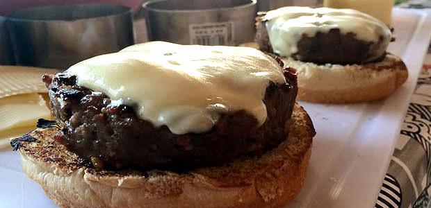 Hambúrguer de Picanha com Mussarela de Búfala