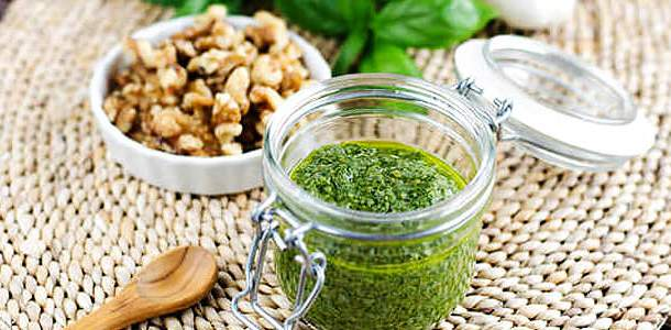 Molho Pesto com Nozes, Manjericão e Salsinha para Assados, Massas e Saladas