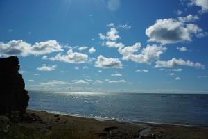 くぐり岩 よい海岸