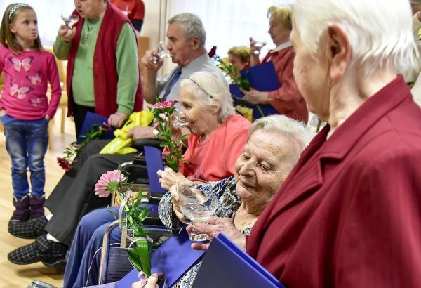 Vzdělávání seniorů - DONASY s.r.o.