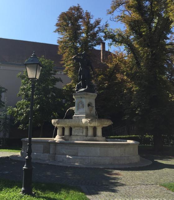 Magyarul beszélő német ügyvéd a Corvin téren Budapest
