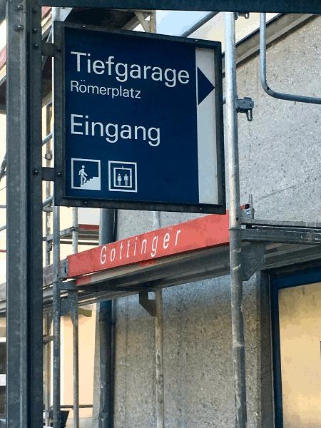 Chegada ao parque de estacionamento subterrâneo na Römerplatz em Passau