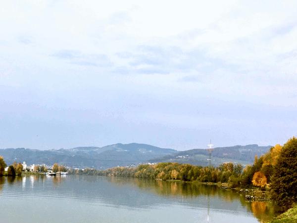 Aus dem Wort Überfahrt entwickelte sich der Name Urfahr. Das Salz musste von den Linzer Ladestätten über die Donau geschifft werden um über das Wegenetz bis nach Böhmen transportiert zu werden.