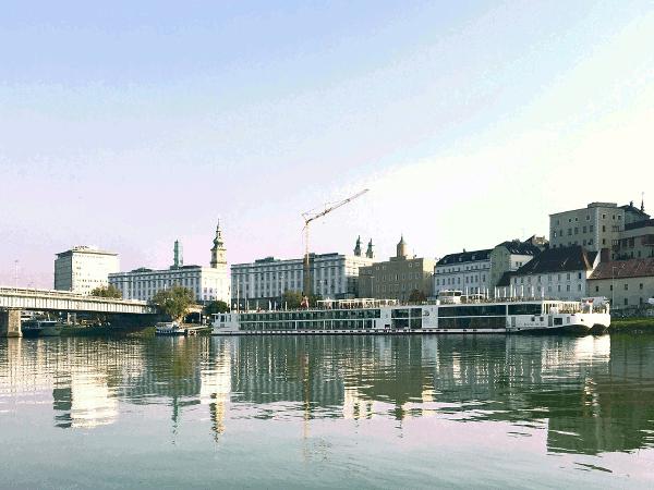 in Linz an der Donau wurde an Stelle des römischen Kastella Lenzia die Burg errichtet