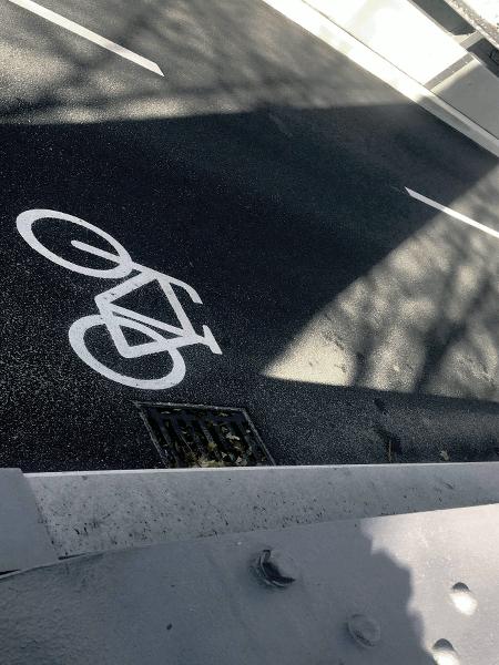 Ruta ciclista del Danubio Passau Viena sobre el puente colgante Prinzregent-Luitpold en Passau