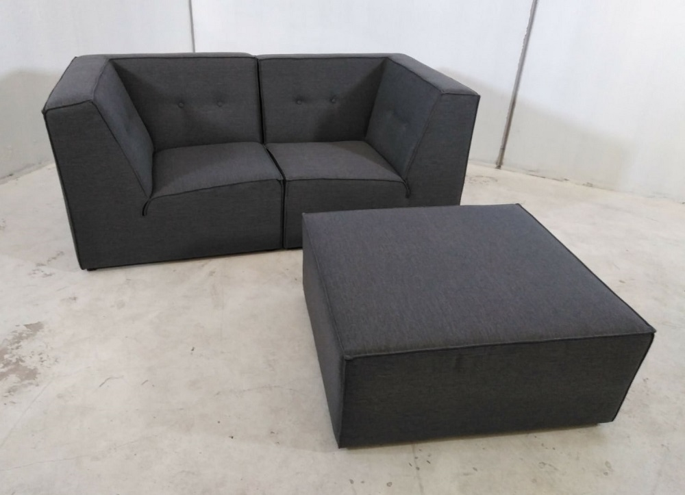 Sof modular peque o 2 plazas de color gris m s puf for Sofa modular gris