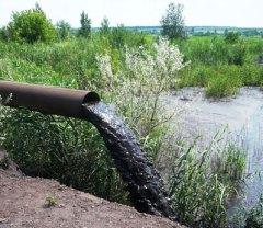 Заводской шлам смывает следы экологического безобразия, но не все.