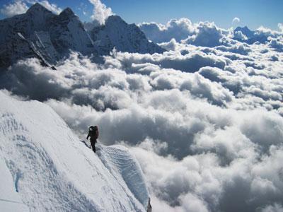 Ама-Даблам (6812 метров) дался проще, чем Пумори: восхождение проходило в альпийском стиле без обработки маршрута.