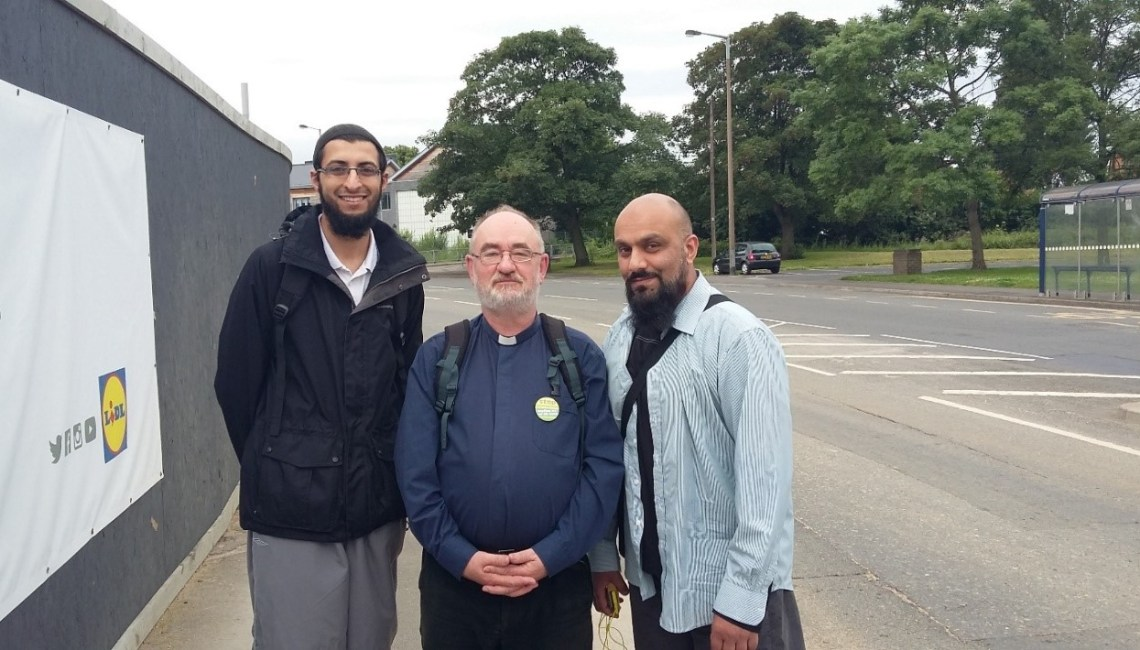 Muslims and Christians take part in sponsored walk to raise money for Syrian refugees