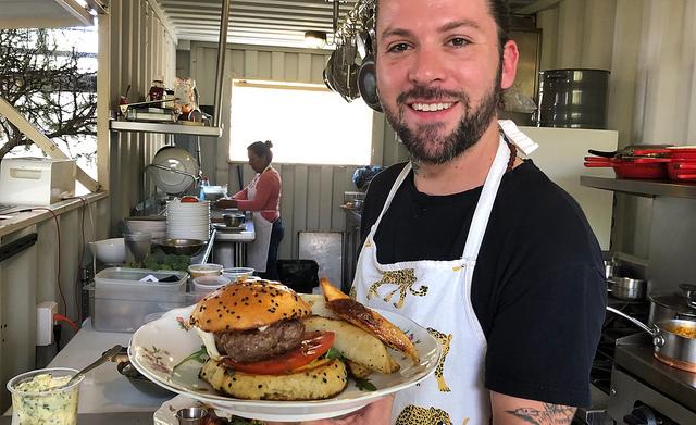 Jorge Avendaño. He looks right. He cooks right.