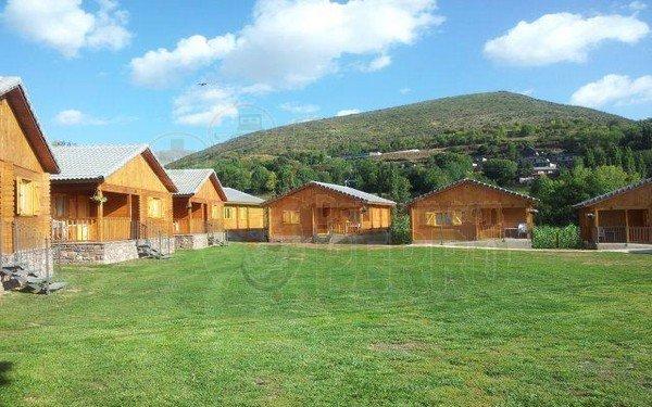 Camping donde ir con perro en Huesca y que te puedes alojar en cabaña, bungalow o apartamento.
