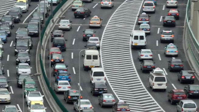 atasco-retenciones-coches-desplazamientos-trafico-DGT_MDSIMA20120404_0035_4