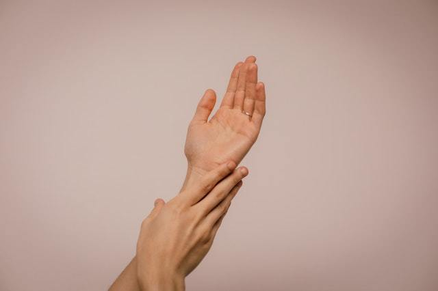 EFT therapy hands