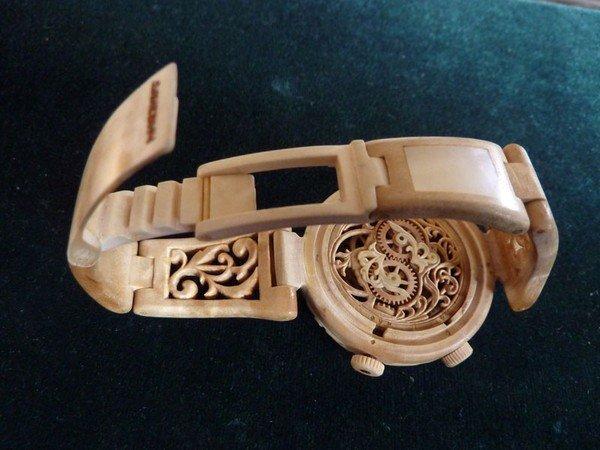 Đồng hồ chạy được chạm khắc hoàn toàn từ gỗ 9