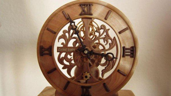 Đồng hồ chạy được chạm khắc hoàn toàn từ gỗ 14