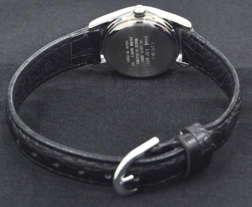 đồng hồ nữ với dây đeo da cao cấp
