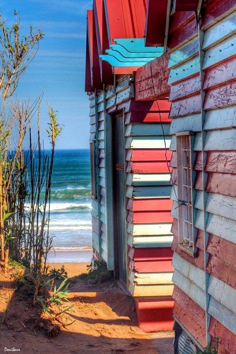 Las casetas de colores de la playa de La Arena en Muskiz por Donibane