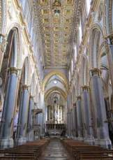 Napoli_-_Chiesa_di_San_Domenico_Maggiore_interno_2