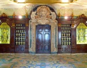 Napoli_(NA),_2012,_Complesso_degli_Incurabili_la_farmacia.