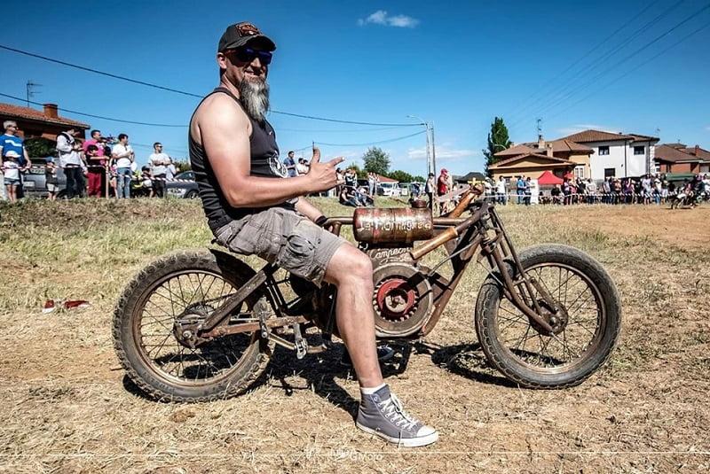 Festival cafe racer - old wheels