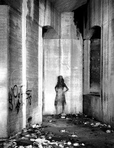 86001 Lady Under The Bridge, CA 1986