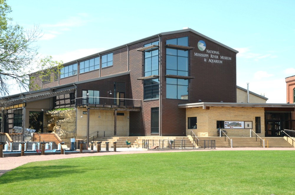 National Mississippi River Museum & Aquarium - donnahup.com