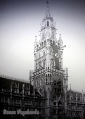 Il Glockenspiel con la bandiera del nazionalsocialismo