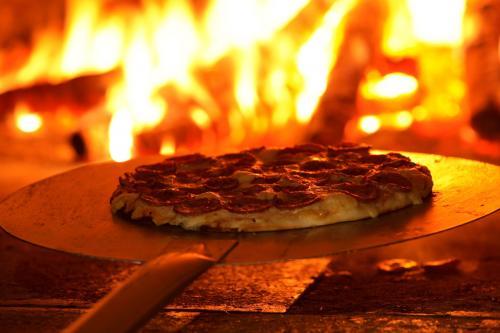 Pizza 252520Forno Pizzaria Geppetto em Goiânia, Endereço e Telefone