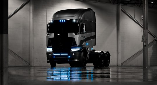 Freightliner Optimus Prime Transformers 4