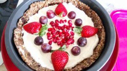 A simple spiced no bake fruit and nut tart Desserts Grainfree snack vegan
