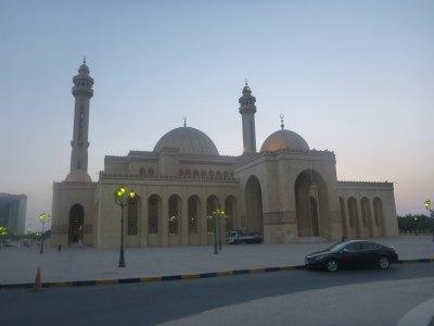 Al Fateh Grand Mosque at dusk.