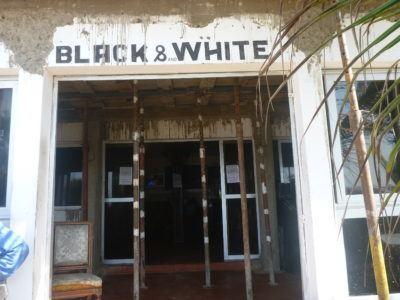 Black and White Bar, N'Gor Beach