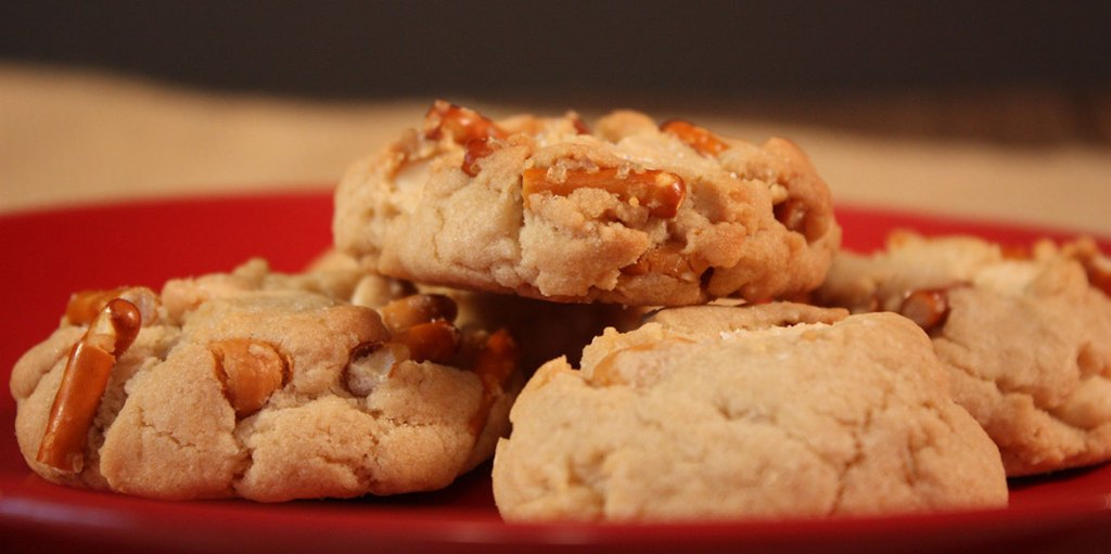 Butterscotch Pretzel Cookies - Satisfy your salty-sweet obsession with these perfectly crunchy cookies!