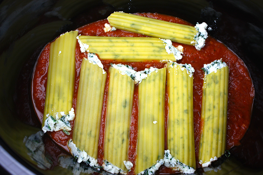Slow Cooker Manicotti - This ricotta spinach manicotti is a perfect slow cooker vegetarian meal!