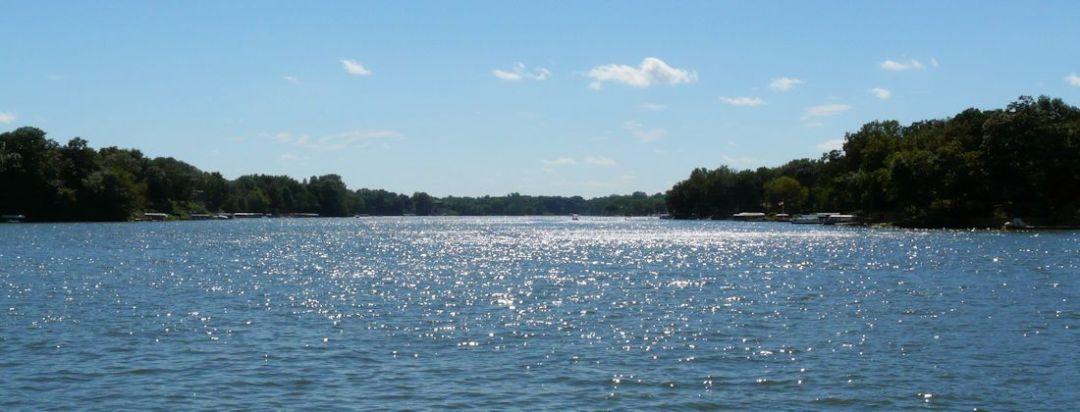 Lake_Holiday_view1-1100-420-253pi