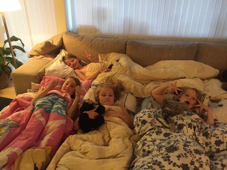 Puttetid! Klokken blev dog 23.00 inden de alle sammen sov!