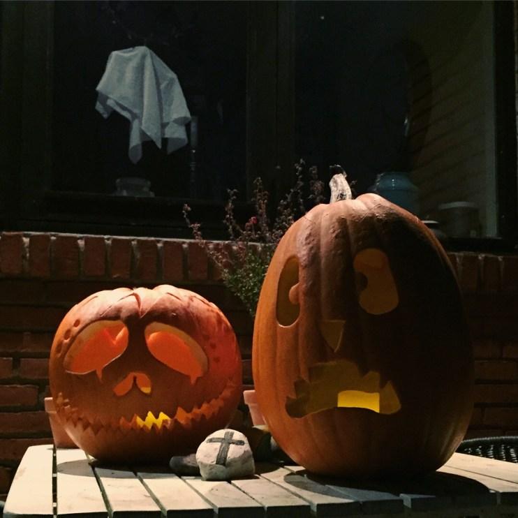 Græskarhoveder med lys i til Halloween