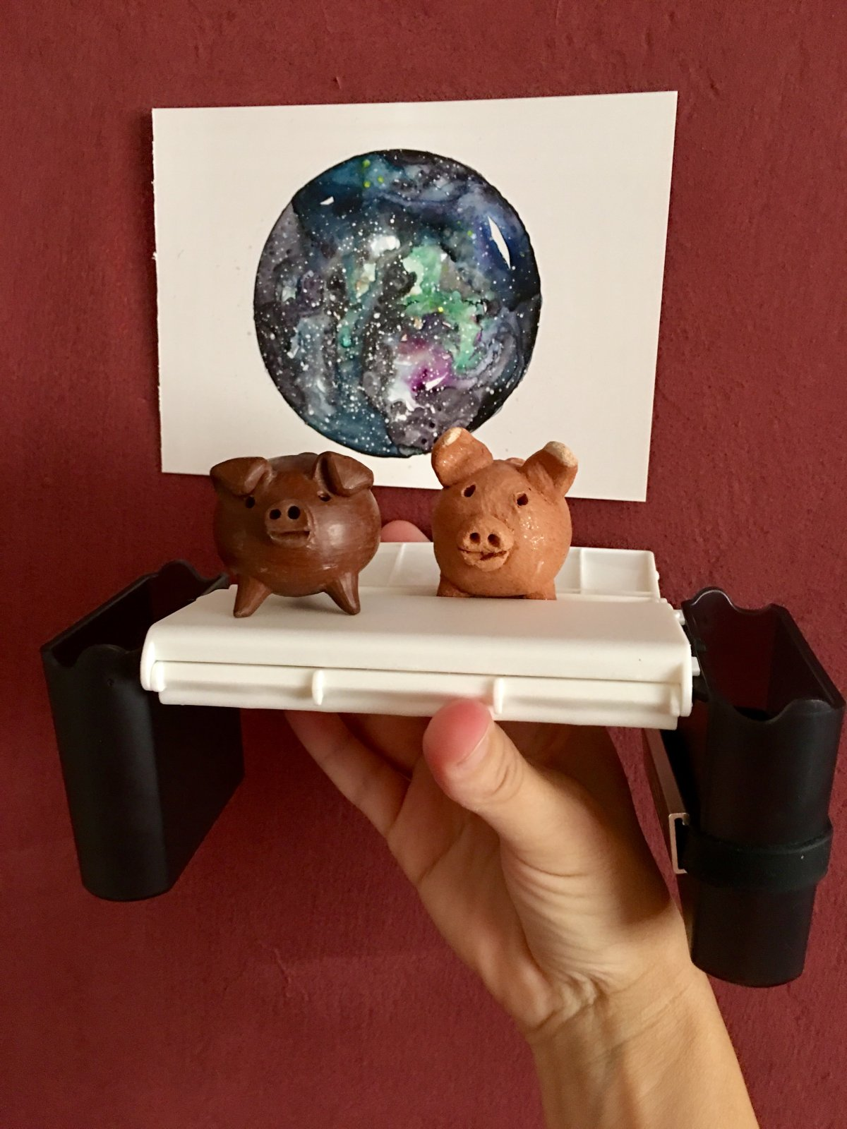 Portable Painter is a hands free travel palette pigs in space