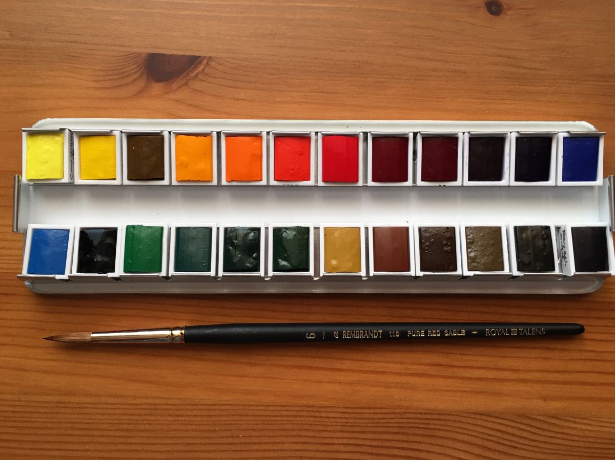 Royal Talens- Rembrandt Professional Deluxe Watercolor Box Set- 24 half pans with red sable size 6 brush